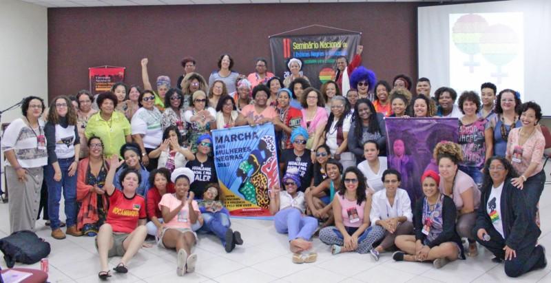 Lésbicas e Bissexuais rumo à Marcha das Mulheres Negras 2015 - Foto: Rede de Mulheres Negras - PR