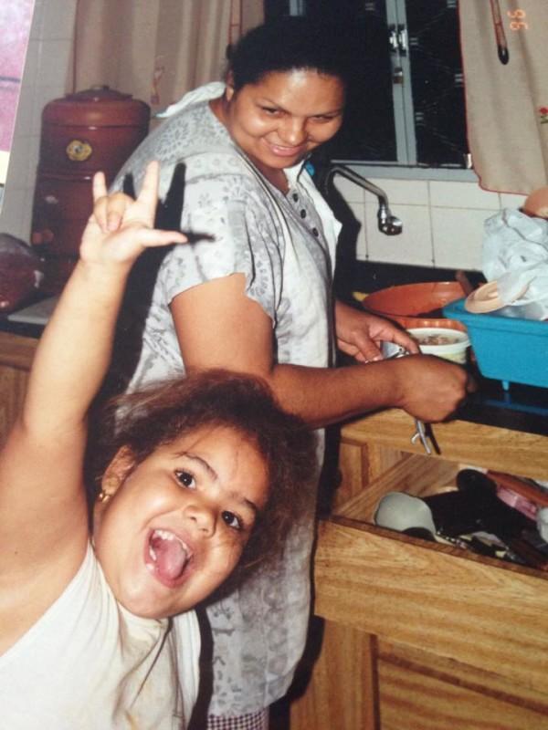 chuto que já era uns 5 anos perturbando minha mãe na cozinha rss